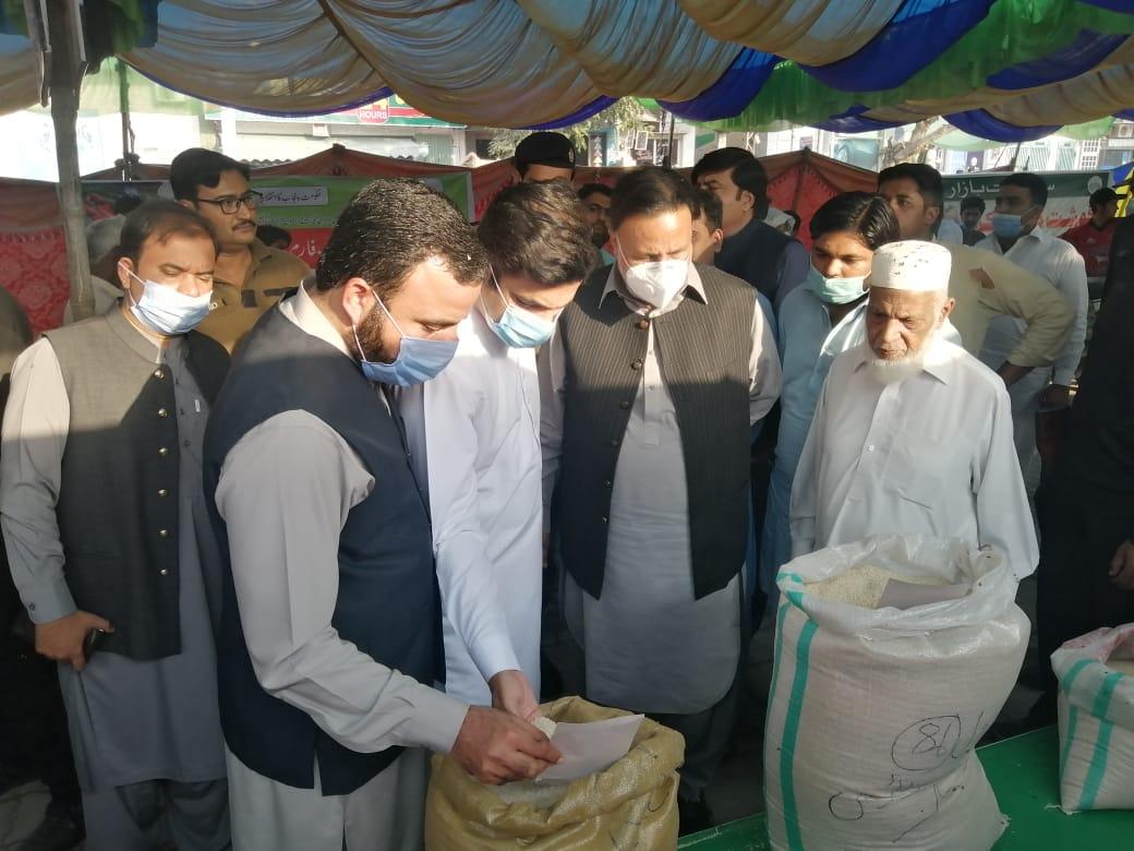 صوبائی وزیر ہاﺅسنگ پنجاب میاں محمود الرشید کا سہولت بازار گکھڑ کا دورہ