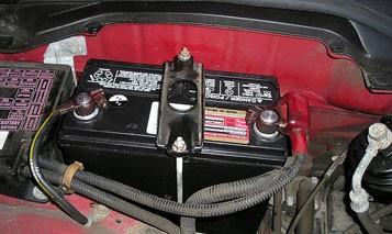 جی ٹی روڈ گکھڑ پر کھڑے بائیس ویلر کی اٹھائیس ہزار کی بیٹریاں چوری