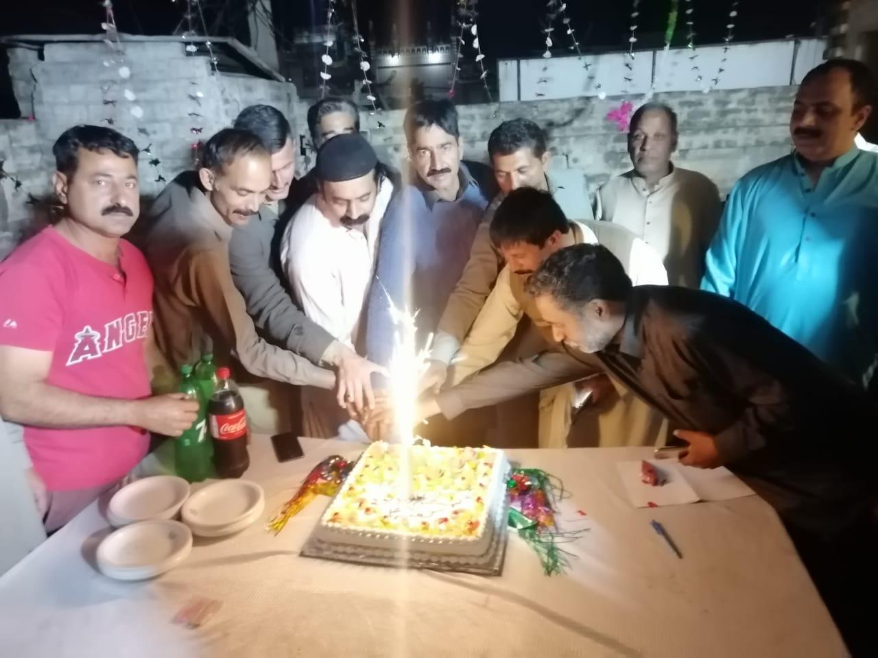 قلندری سنگت گکھڑ کے زیراہتمام خلفائے چہارم حضرت علی المرتظٰی کی ولادت کے سلسلہ میں کیک کاٹاگیا